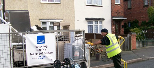 Surjit loads up the trailer with recycling